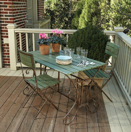 Bistro set made of wrought iron and distressed wood
