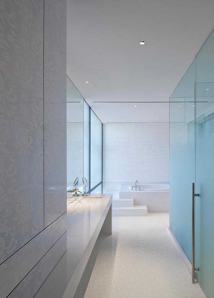 Tresarca House bathroom