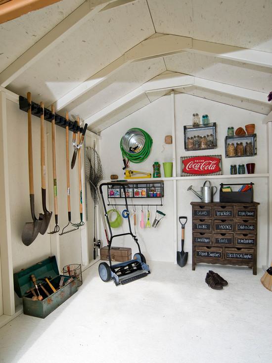 Yard tool garage