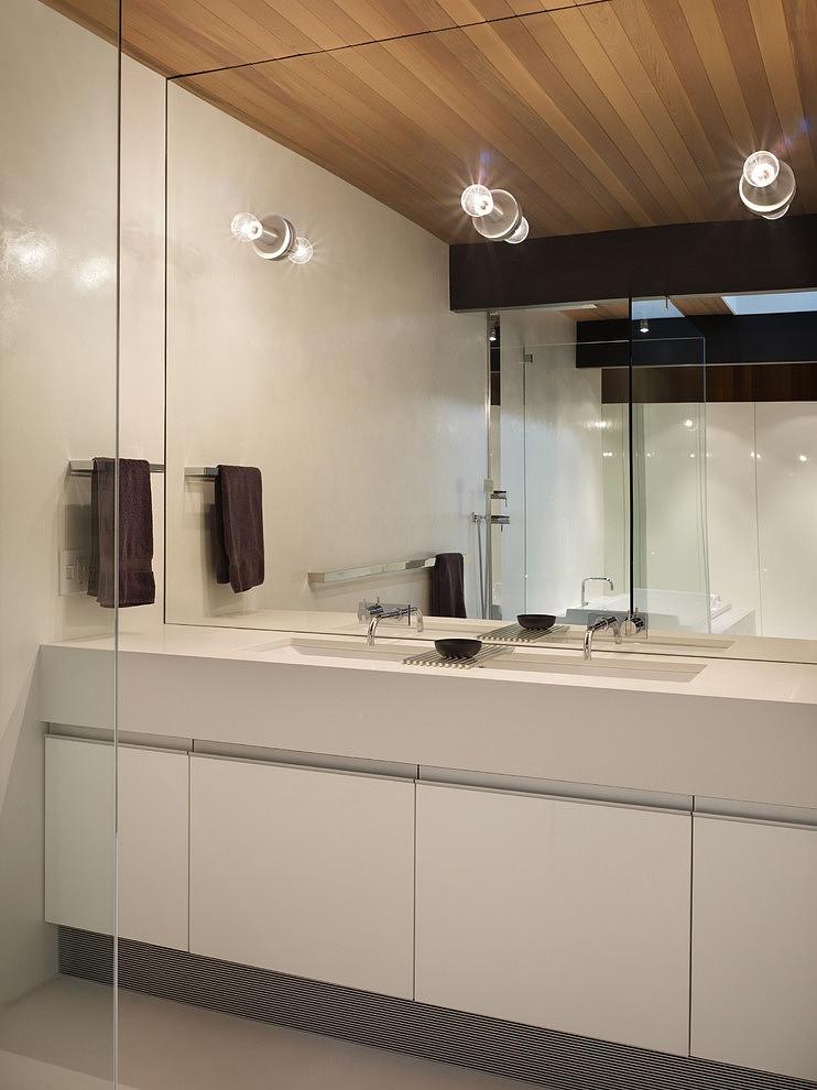 Bathroom with three lights