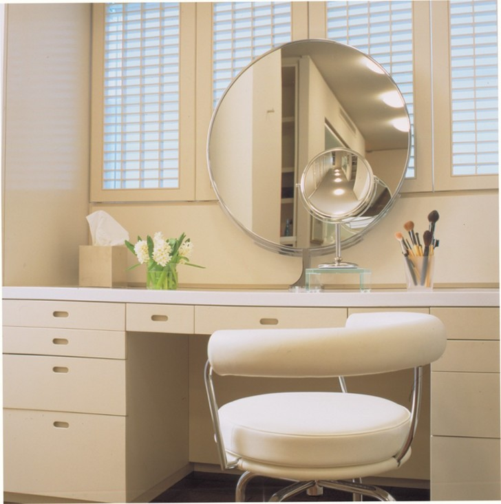 Two Swivel Mirrors