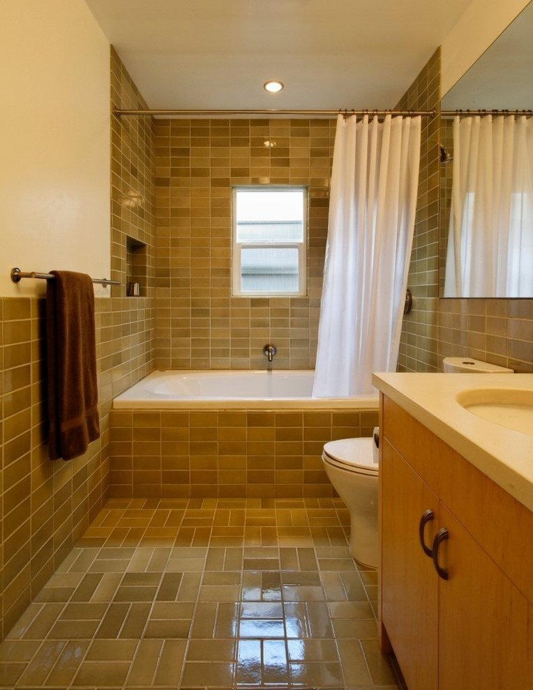 yellow tiled bathroom