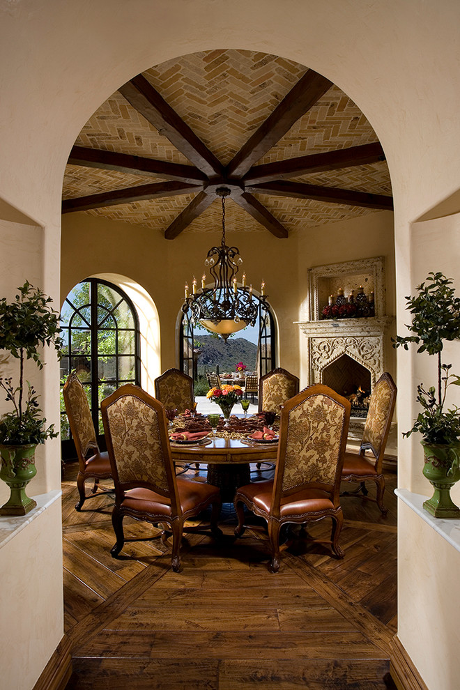 Dining room with an Italian bristo dining set