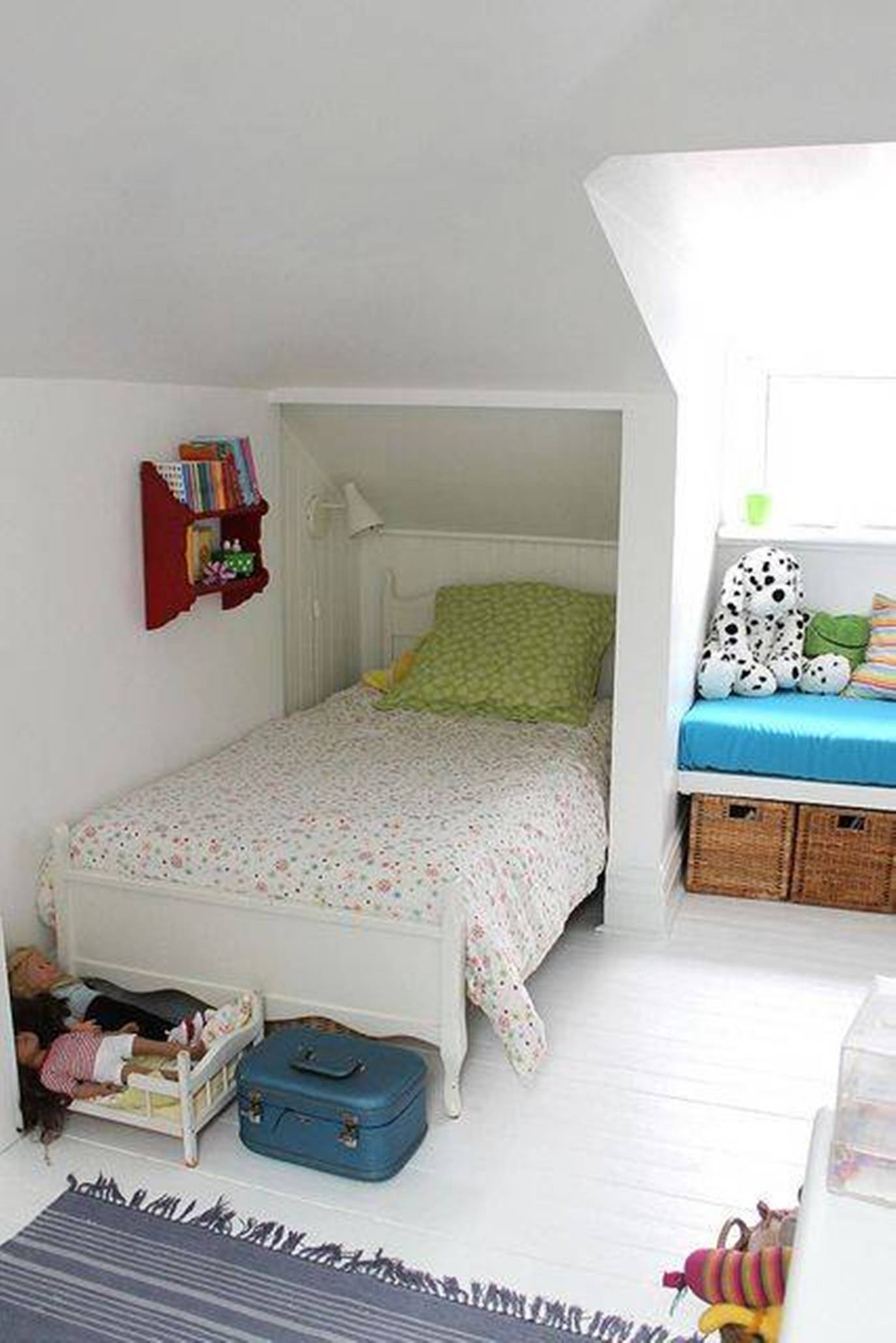 Adorable designs for an attic space for Best beds for small rooms