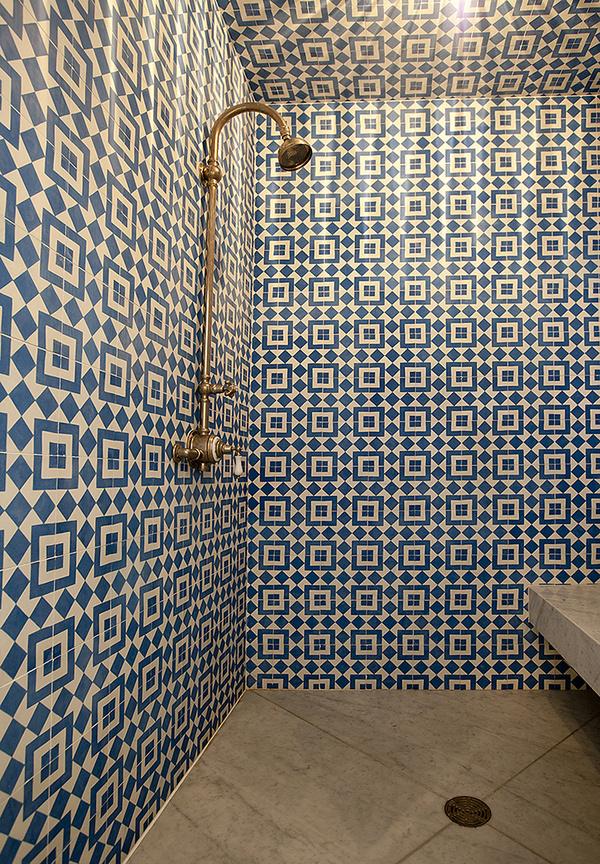 bold blue bathroom tiles