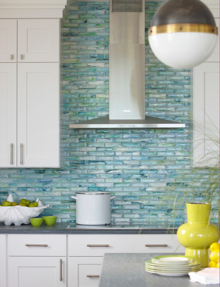 Eye Catching Kitchens With Glass Backsplash - Interior Design Ideas