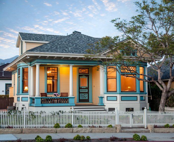 Modern Queen Anne style Vintage House Design Ideas