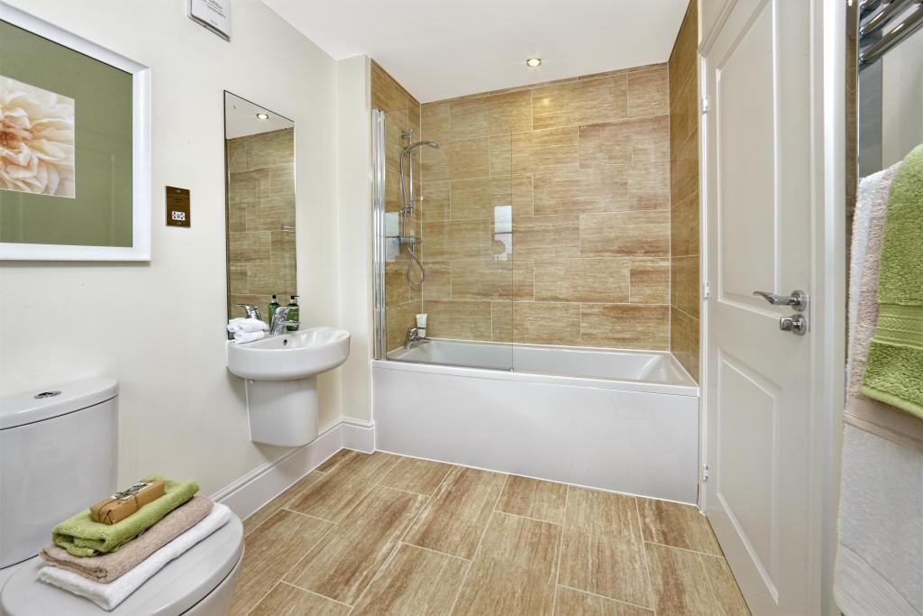 10 inspirational small bathroom design ideas for small for Inspirational small bathrooms
