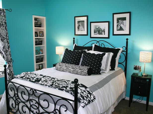 Hampton Blue Black White Bedroom