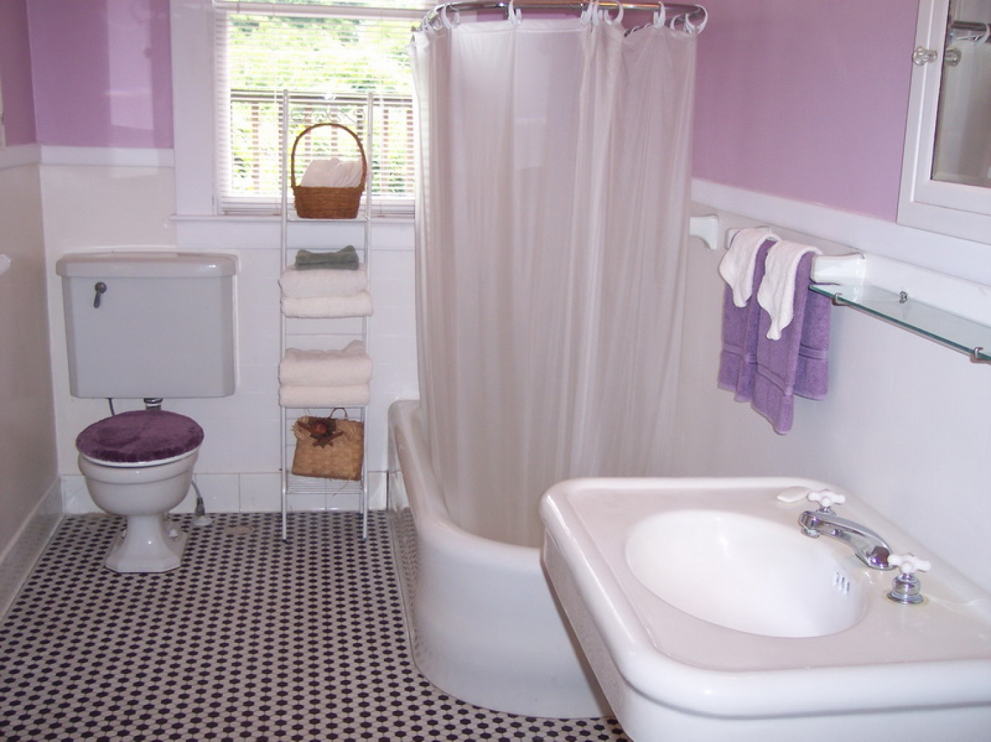 Images for the small bathroom ideas for Small bright bathroom ideas