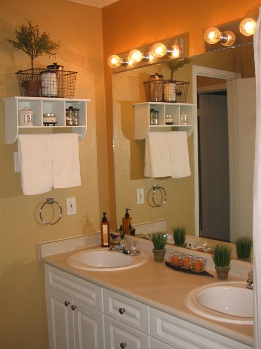 Unique ways of decorating the small bathroom