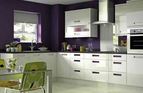 White gloss L-shaped kitchen design