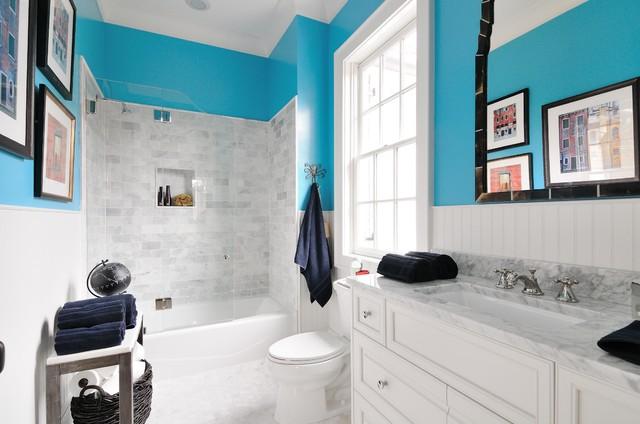 Stylish and neat bathroom with mosaic tiles idea