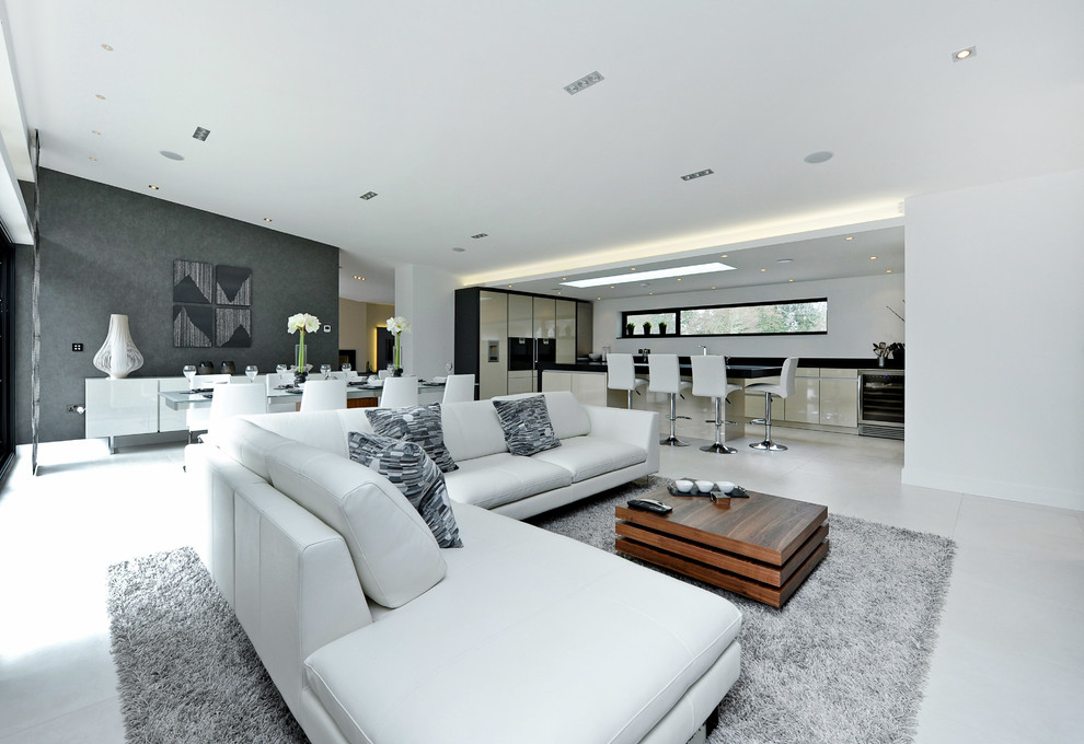 Livng room with vibrant white leather furniture