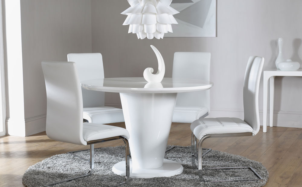 Dining room with a round glossy table